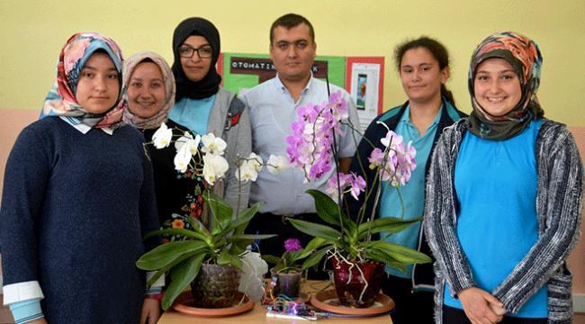 Kütahyada lise öğrencileri cep telefonundan çiçek sulayan sistem geliştirdi