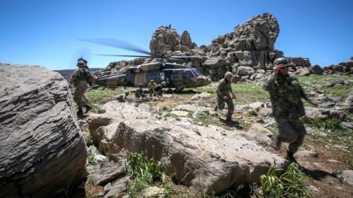 Mehmetçik sarp dağlarda terör operasyonlarına devam ediyor