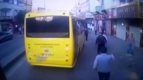 Halk otobüsüne saldırı anı kamerada