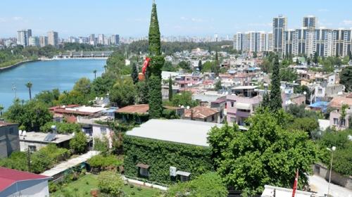 Sarmaşıkların yeşile bürüdüğü yer: Köprüköy Camii