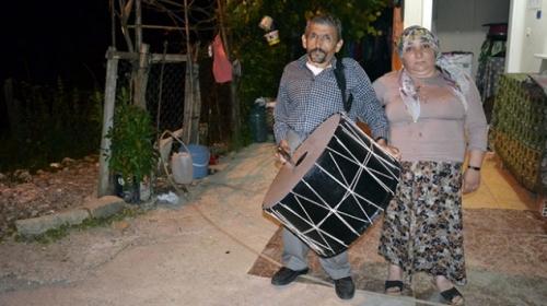 Engelli çift 5 yıldır Ramazan davulculuğu yapıyor