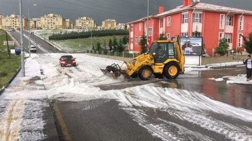 Ankarada sağanak ve dolu etkili oldu