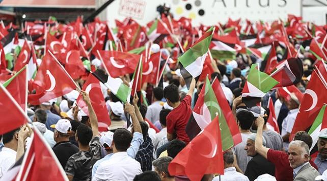 Filistin'e destek için Diyarbakırlılar İstasyon Meydanı'ndaydı