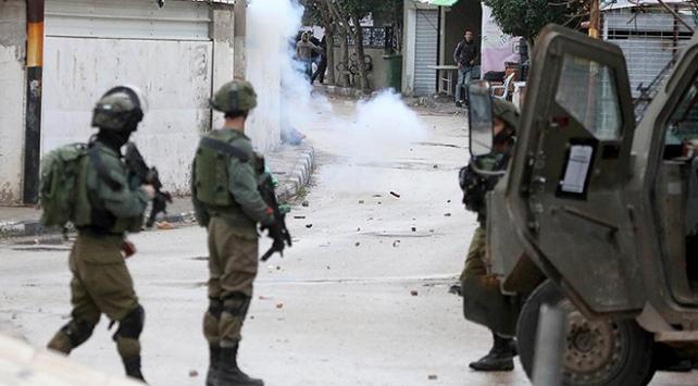 İsrailden Filistinli tutuklunun ölümünü protesto eden mahkumlara müdahale