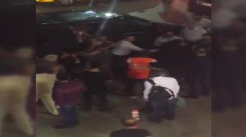 UBER şoförü ve yolcularına saldırı kamerada