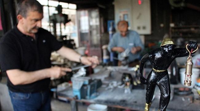 Zonguldakta babadan kalma atölyede 72 yıldır madenci heykelleri yapılıyor