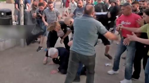 Yunanistanda ırkçılar Selanik Belediye Başkanına saldırdı