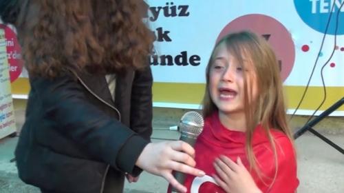 İstiklal Marşını okurken hem ağladı hem ağlattı