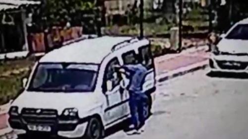 Camını kırdığı aracı benzin döküp ateşe verdi