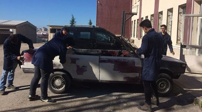 Lise öğrencileri hurda aracı spor otomobile dönüştürdü