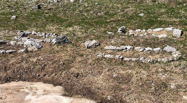 Hakkarideki terör operasyonunda temsili mezarlar bulundu