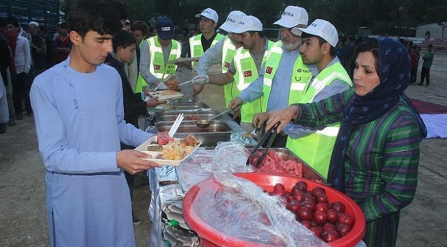 TİKAdan Afganistanda yetimlere iftar