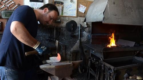 Demir ustaları 700 derece sıcaklıkta çalışarak, oruç tutuyor