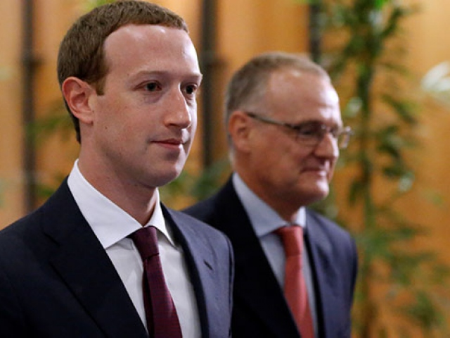 Facebookun kurucusu Zuckerberg özür diledi