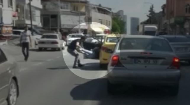Kadın yolcusunu arabadan atan taksi şoförü yakalandı