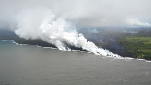 Kilauea Yanardağından püsküren lavlar denize ulaştı