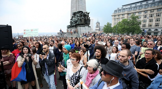 Belçikada yüzlerce kişi polis şiddetini protesto etti