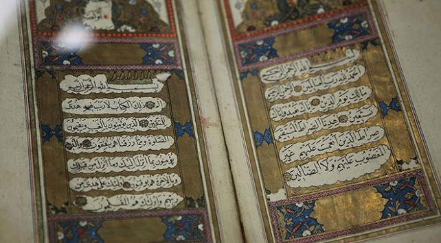 Kuran-ı Kerimi ipek sayfalara yazdılar