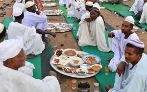 Türkiye Diyanet Vakfından Sudanlılara iftar yemeği