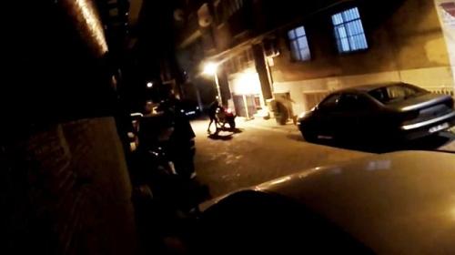 Motosiklet hırsızlarına tabancayla ateş açıp peşlerinden kovaladılar