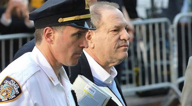 Tacizle suçlanan Amerikalı yapımcı Weinstein teslim oldu