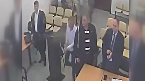 Hakim hükmünü açıklarken suçlu kayıplara karıştı