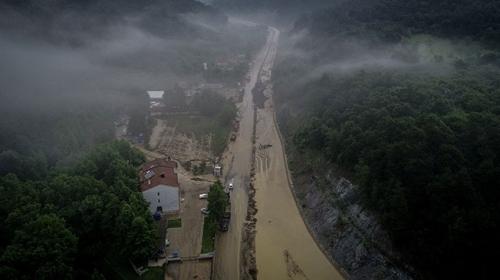 Bursada sağanak yağış sele neden oldu