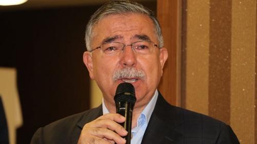Milli Eğitim Bakanı Yılmaz kürsüde duygusal anlar yaşadı
