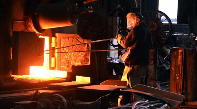Demir çelik işçileri 1200 derece sıcaklığa rağmen oruç tutuyor