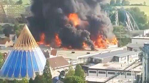 Almanyanın en büyük eğlence parkında yangın