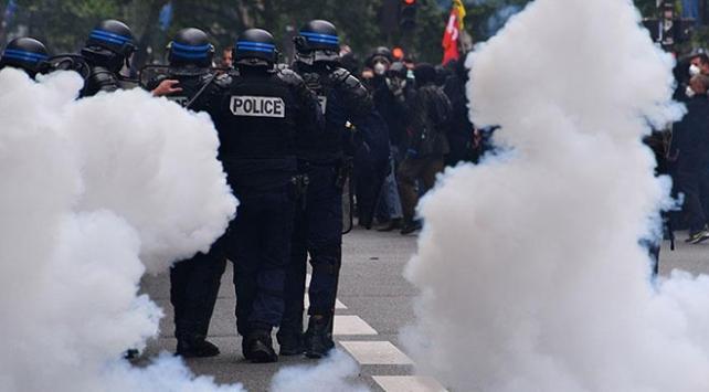 Fransa'da 'İnsan Seli' gösterilerinin ilki gerçekleşti: 79 gözaltı