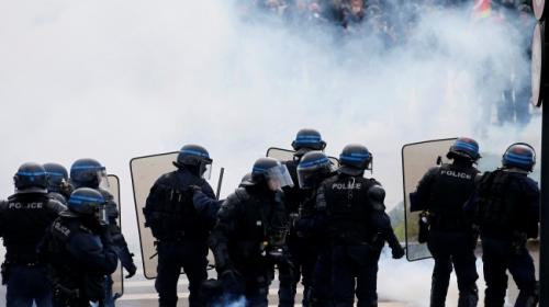 Fransada 250 bin gösterici sokaklara döküldü