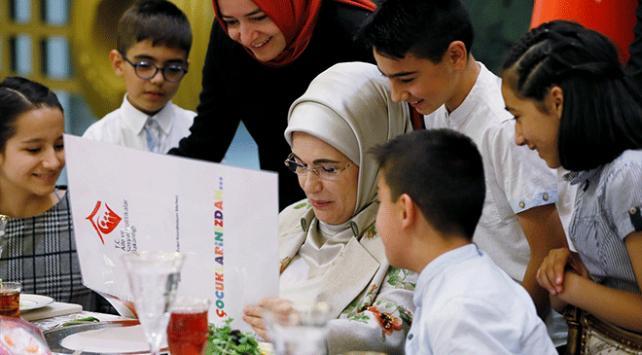 Emine Erdoğandan yetim çocuklara iftar daveti