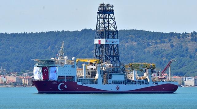 İlk yerli sondaj gemisi Fatih, Çanakkale Boğazından geçti