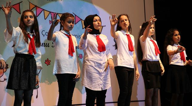 Sakaryada çocuklar İstiklal Marşını işaret diliyle okudu