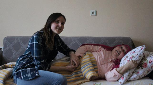 """Kanser hastası Nezihe hanımın söylediği """"Drama Köprüsü"""" hastalara moral oldu"""