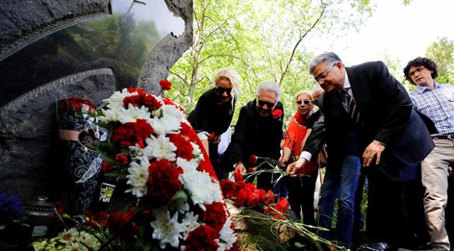 Nazım Hikmet vefatının 55. yılında mezarı başında anıldı