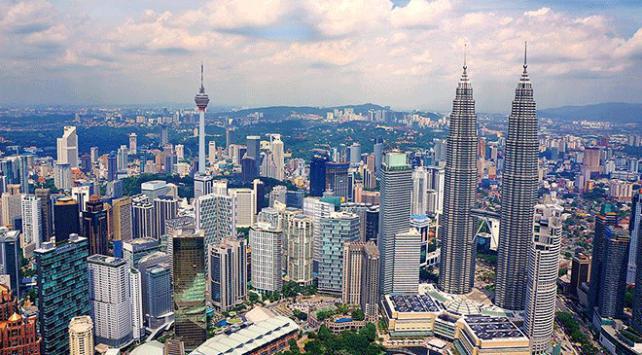 Malezyalılar ülkenin borcu için 9 milyon dolar topladı