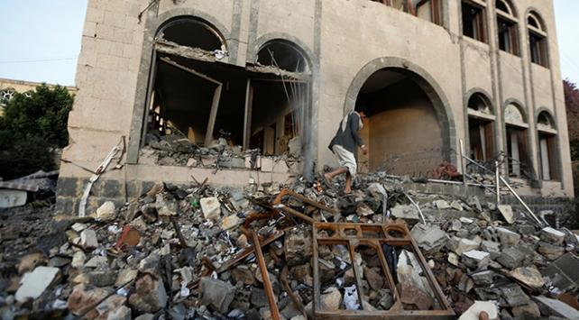Yemenin başkenti Sanaya hava saldırısı