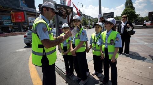 Çocuk Meclisi üyesi 16 çocuktan trafik denetimi