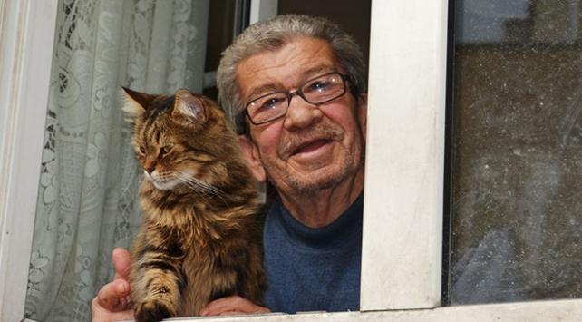 Sokak kedilerine evlerini ve gönüllerini açtılar