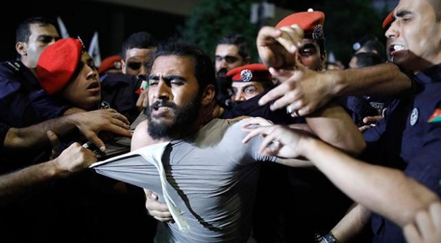 Ürdünde göstericiler meclisin de feshini istiyor