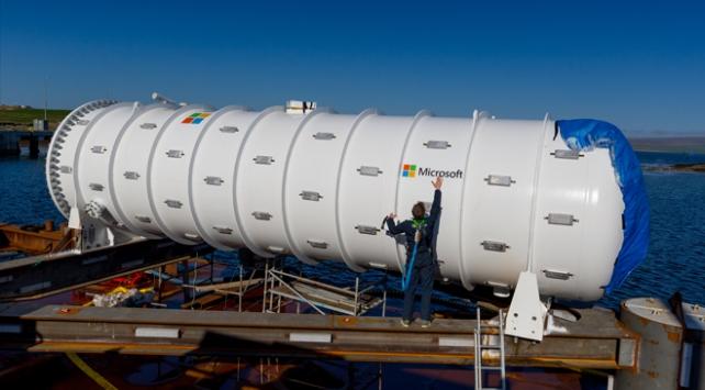Microsoft denizin dibine veri merkezi yerleştirdi
