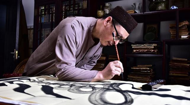 Çinli Müslüman ülkesinde hat sanatını yaşatıyor