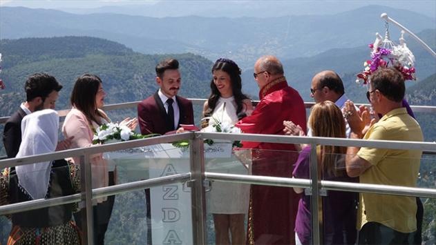 Nikahları 450 metre yükseklikte kıyıldı