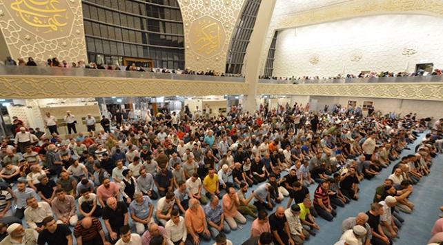 Yurt dışındaki Müslümanlar Kadir Gecesinde camileri doldurdu