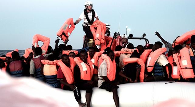 İtalya, göçmenleri taşıyan kurtarma gemisine limanlarını kapattı