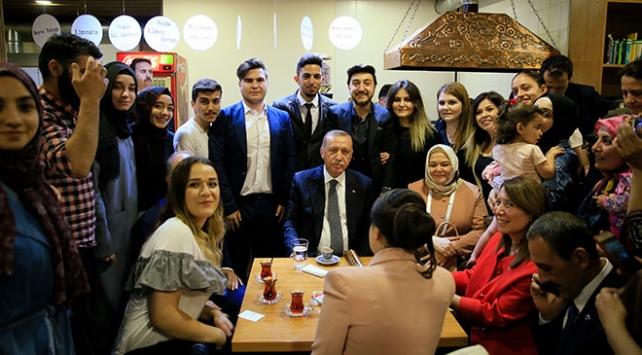 Cumhurbaşkanı Erdoğandan Tiryakizade Kıraathanesine ziyaret