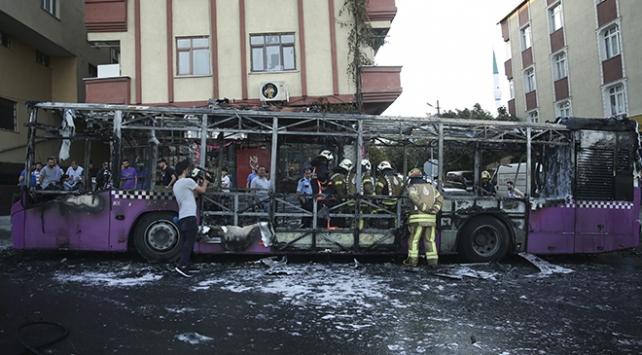 Sultangazide seyir halindeki özel halk otobüsünde yangın