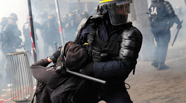 Fransada aylardır grevlere neden olan tasarı yasalaştı